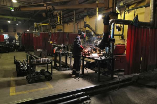 production-welding-area_mob